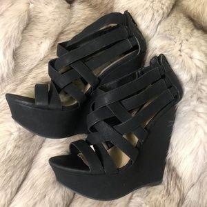 Steve Madden Black platform heel